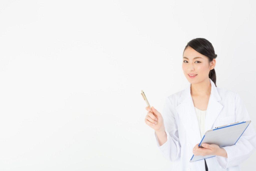 対策方法を教える女医